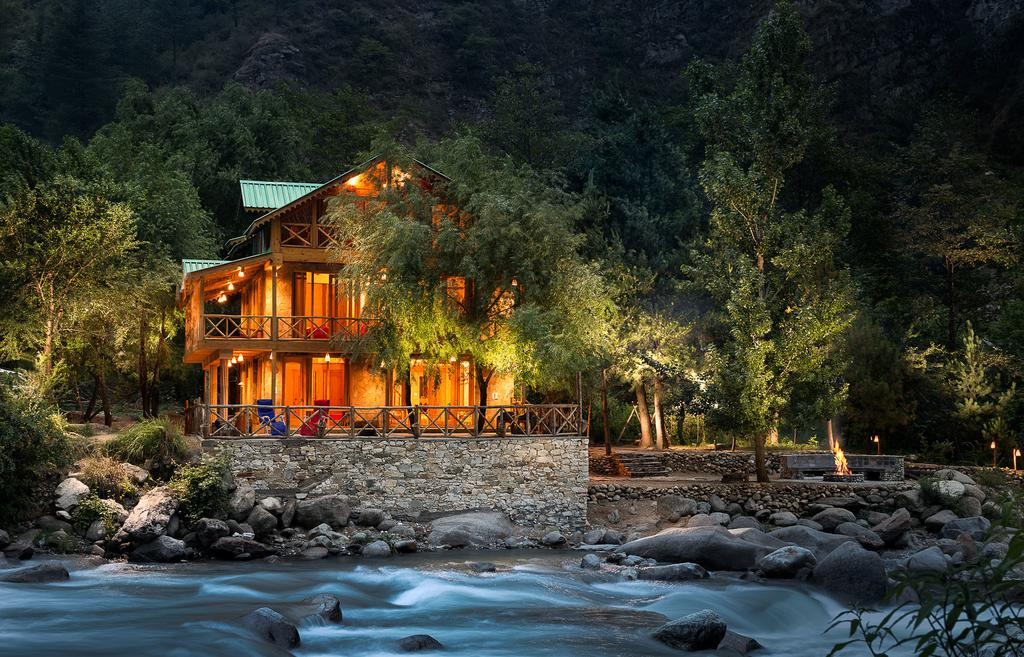 Luxurious Stay in Tirthan Valley - Sunshine Himalayan Cottage