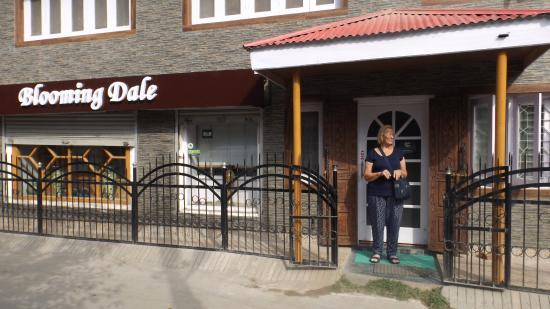 Best Budget Home Stay in Srinagar - Blooming Dales Review